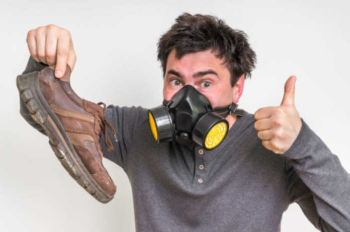 از بین بردن بوی کفش